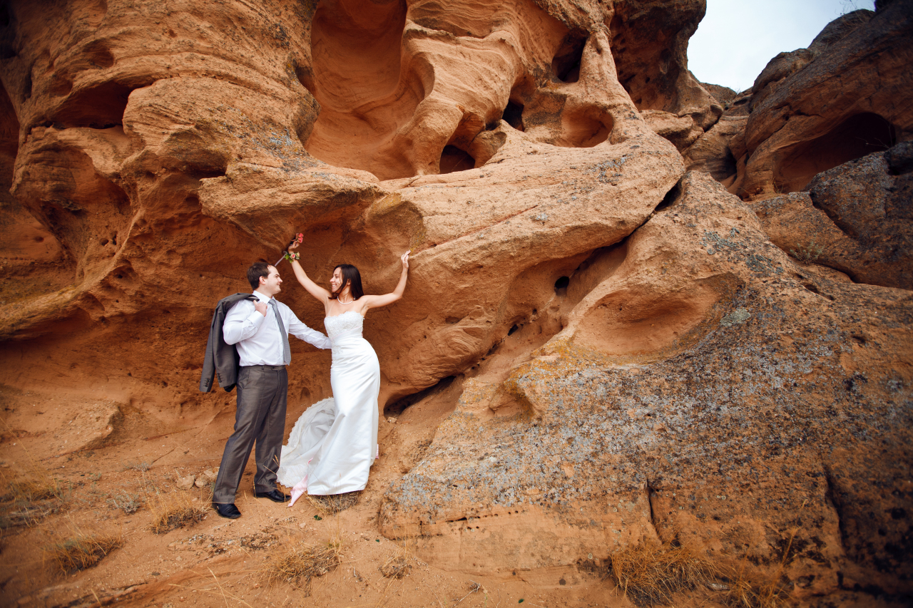 Bride-and-Groom-on-Mountain-
