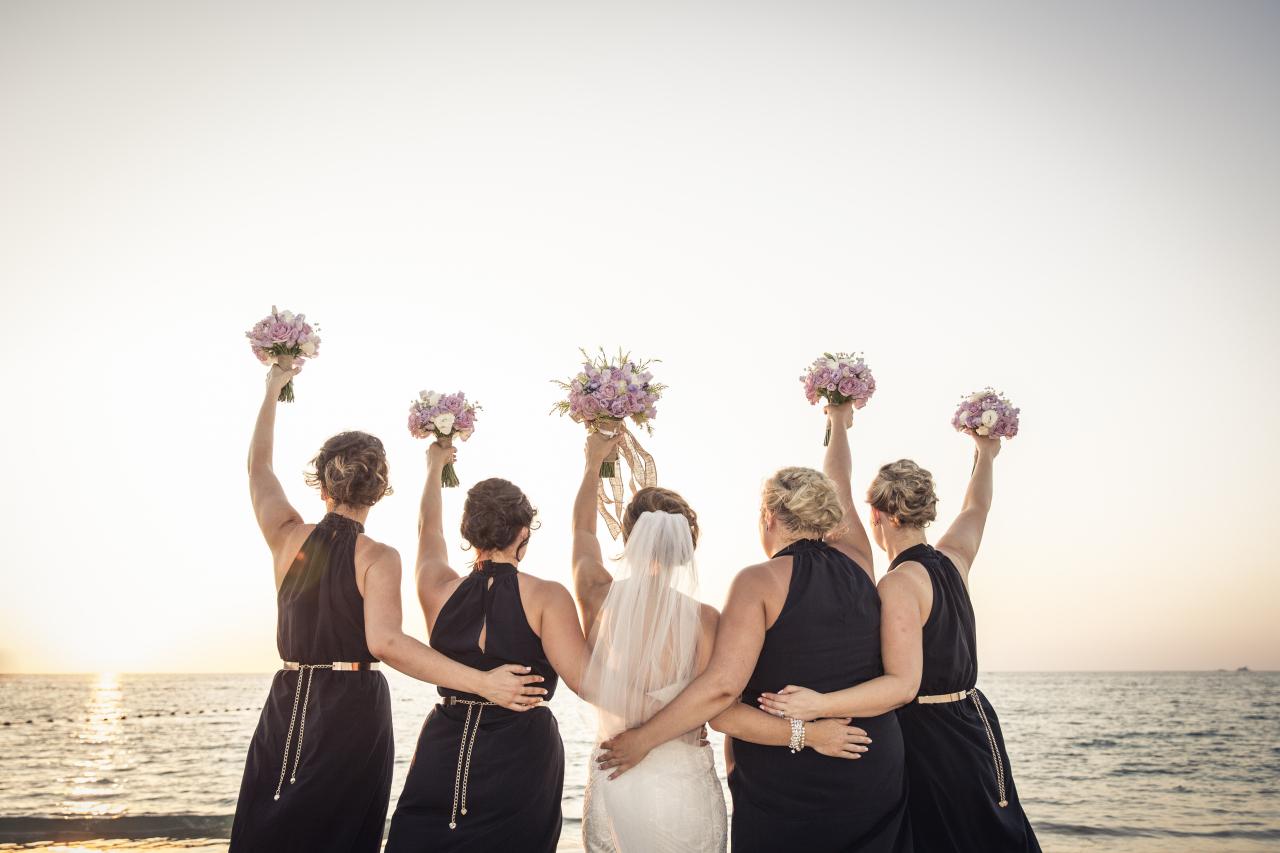 Bridesmaides-having-fun